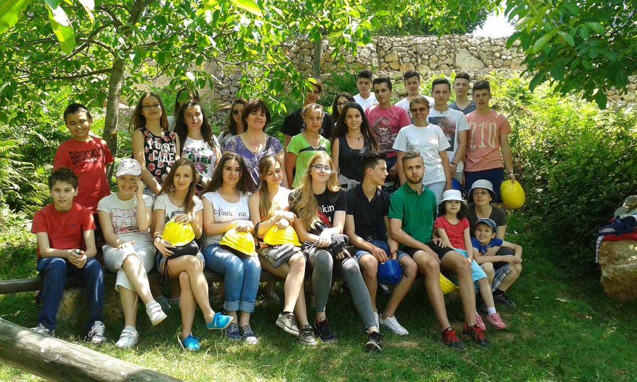rsz_tinerii_ambasadori_ai_naturii_pestera_cu_cristale_iunie_2015